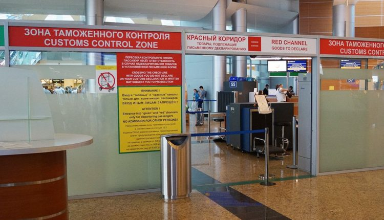 krasnyj koridor v aeroportu