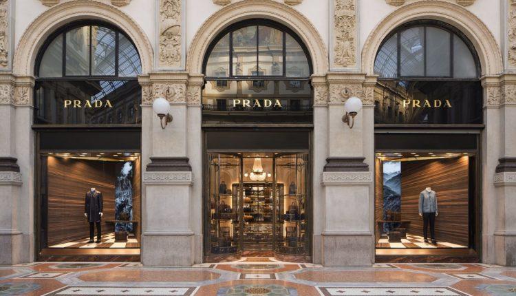 vitrina modnogo butika v Milane
