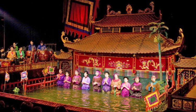 Kukolnyj teatr na vode